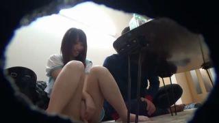 おさげの髪のロリ娘がちっぱいを舐め回されて喘いじゃうの校生系動画
