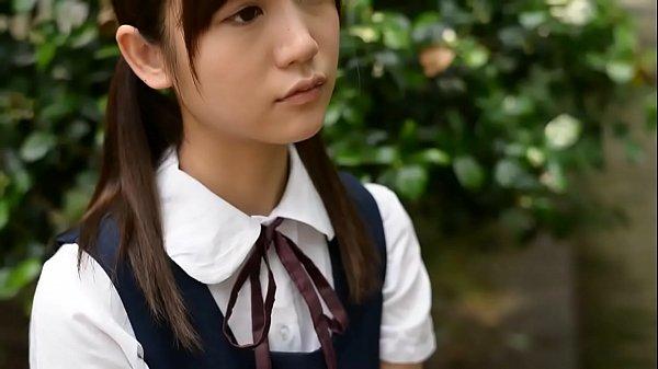 花も恥じらうお年頃の女子高生が和室でおっさんのチンポを慣れない手つきでしごくの美少女動画