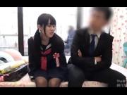 中学生くらいの女の子が薄暗い部屋でキモおやじにローター攻めされてアヘ顔の学生系動画