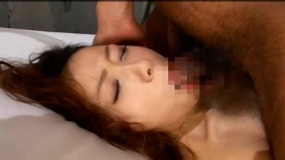 身体を緊縛された状態でチンポぶち込まれて嬌声を上げてしまうヤリマン熟女