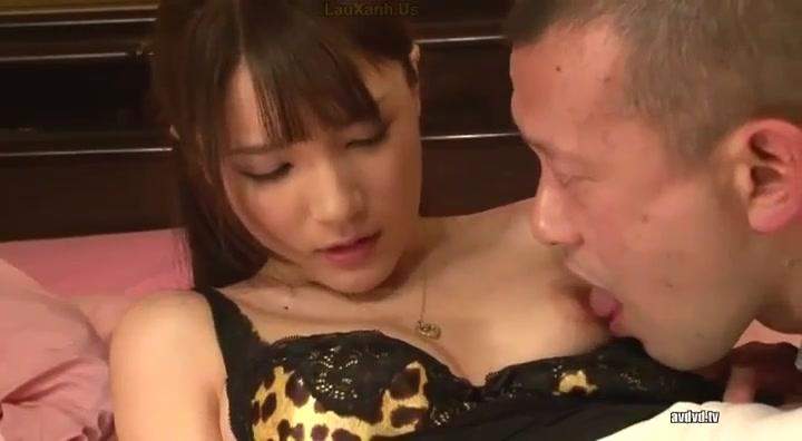 膣内射精を嫌がる美人お姉さんに容赦なく種付けザーメンを注ぎ込み!