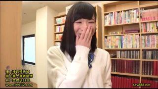 お風呂の校生がおまんこ丸見え状態でおしっこを注ぐの美少女動画