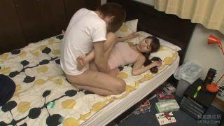 ノーパンの女子高生が混浴風呂で生チンポを必死にしゃぶってご奉仕の美少女動画