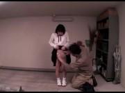 悪ノリ女子校生がビキニ姿でおっさんに舌を突き出して濃厚ベロチューのロリ系動画
