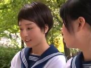 痴女みたいな女子高生が下着姿で従順にチンポをしゃぶるハメ撮りの学生系動画