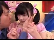 中学生アイドルが敏感な乳首を弄って腰を震わせるのロリ系動画