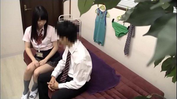 悪ノリ女子校生が顔面騎乗位しながらおっさんの生突き上げに悶絶のロリ系動画