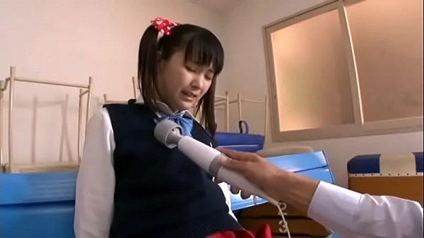 帰宅途中の女子中学生がエロすぎる体制で臭いちんぽを足コキの学生系動画