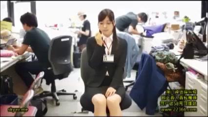 【OLエロ動画】ドⅯな変態メガネOL美女の口マンコを犯しまくるw