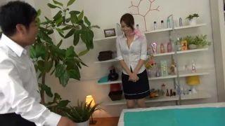 <北条麻妃>美熟女人妻な美人マッサージ嬢が、お客に迫られ肉棒を擦り付けられてザーメンをぶっかけられちゃう!