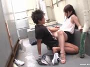 【藍沢潤】初心なむっちり美女がノーパンデート中に発情した彼氏と野外プレイ