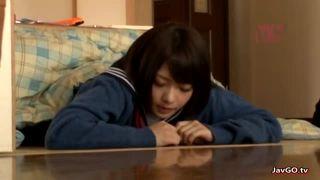 ロリ系のかわいい女の子がマングリ返し状態で可愛く喘ぐ種付けハメ撮りの美少女動画