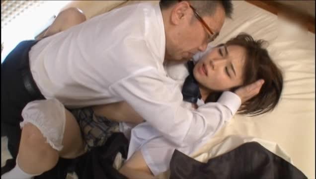 かわいすぎる美少女が昼間か生チンポをしゃぶる援助交際の美少女動画
