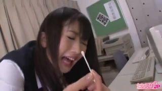 悪ノリ女子校生が生バックでハメられて可愛い声で喘ぐの美少女動画