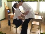 黒パンストの女子校生が変態おやじに夜這いされてクンニ攻めにガクガク絶のロリ系動画