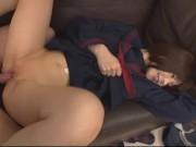 夏服の女子中学生がパイパン丸見え状態のガニ股騎乗位セックスで受精をの美少女動画