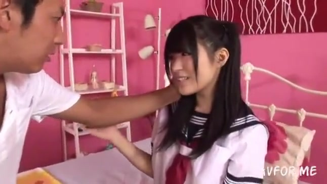 ロリボインな女子中学生が恥ずかしいM字開脚で無毛おまんこ丸出しオナニーの美少女動画