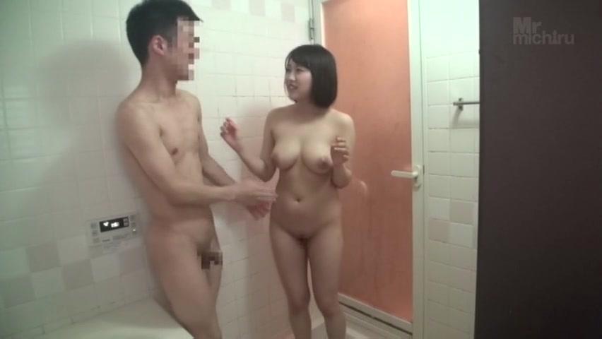 もっちりお姉さんが素人男性を風呂で抜く