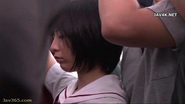 ノーブラ小学生が白靴下の足裏でキモ男の顔を踏みつけて調教の美少女動画