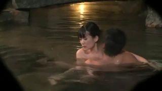 露天風呂での人妻との情事をこっそり撮影