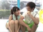 色白なロリ少女が放尿プレイ後におしっこを飲まされる変態動画の学生系動画