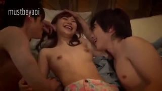 中学生くらいの女の子がキモいおじさんにベロチュウ・クンニされのロリ系動画