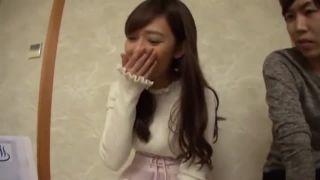 ロリ体系の女の子が野外で跪いてギンギン生チンポをしゃぶるの学生系動画