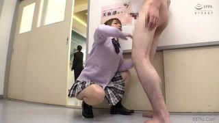 寝ている彼女が緊縛状態で変態キモ男に乳首を吸われるの校生系動画