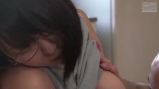 露出する女子高生が全裸で敏感な足裏を攻められて喘いじゃうのロリ系動画