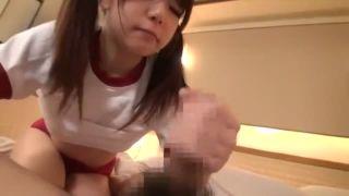 行儀悪い校生が手足を固定されて破れた服のままこそばしに喘ぐの美少女動画